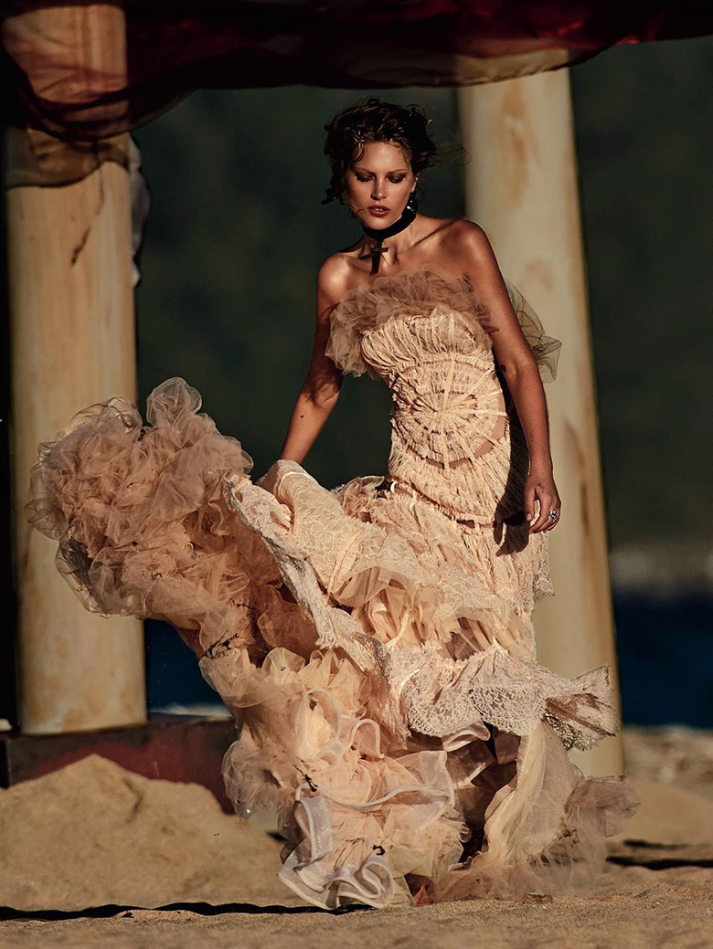 catherine-mcneil-gilles-bensimon-vogue-australia-october-2014-3