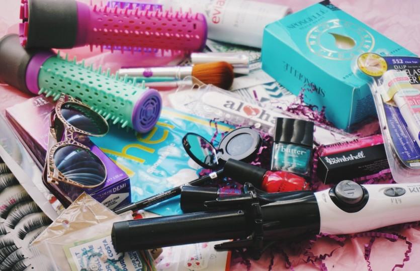 Deluxe Beauty Box Giveaway * WINNER *